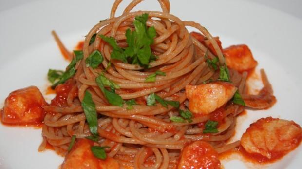 spaghetti con sugo di merluzzo surgelato